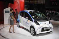 世界一周旅行「エレクトリック・オデッセイ」を達成した「C-ZERO」。「三菱i-MiEV」のOEM車。