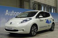 日産自動車が公開した自動運転車の試作車。