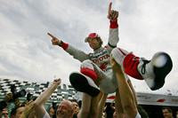 フランスGPで2006年以来となる表彰台にわいたトヨタのヤルノ・トゥルーリ。ティモ・グロックの活躍もあり、チームはコンストラクターズ選手権5位を得た。(写真=Toyota)