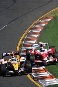 チャンピオンチーム、ルノーは予想通り苦戦。ハミルトンと並ぶ大物新人といわれるヘイキ・コバライネンは、度重なるミスにより予選13位から10位完走がやっと。ベテランのジャンカルロ・フィジケラ(写真左)は、終盤マッサを何とか押さえきり5位4点を獲得。(写真=Renault)