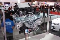 1.6リッター水平対向4気筒ターボ「DIT」エンジンのカットモデル。