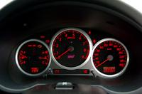 STIモデルは、260km/hスケールの速度計を新たに採用した。