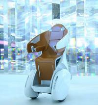 トヨタが2007年の東京モーターショーに出展した、パーソナルモビリティ「i-REAL」。