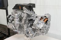2リッター直4エンジンに2基のモーター(駆動用モーターとジェネレーター)を組み合わせた「アコード ハイブリッド」のパワーユニット。向かってエンジンの右側、通常はトランスミッションがある場所に収まっているのがモーターだ。