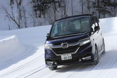 雪を求めて三千里!? 「ホンダ・ステップワゴン」のコンプリートカー「モデューロX」に乗りに、冬の北海道...