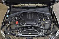 3リッターV6スーパーチャージドユニットは380psと450Nm(45.9kgm)を発生する。JC08モード燃費は10.1km/リッター。