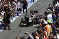 予選5位から2位でゴールしたライコネン。今季3度目の表彰台でもレース後は浮かない顔。「勝つためのスピードがなかった」とロータスの力量不足を認め、「2位はまずまずだけど、われわれが欲していたものではない」と、勝てなかったことへの悔しさをにじませた。(Photo=Lotus)