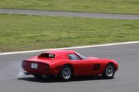 「Ferrari Classiche」の中でも、もっとも希少な「250GTO」。テールパイプから白煙が見えるように、エンジンが完調ではなかったようで2、3周でピットに戻ってしまった。