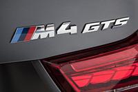 トランクリッドに貼られた「M4 GTS」のオーナメント。