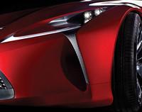 スポーツカーのコンセプトモデル? 265/35R21サイズのタイヤを装着している。