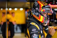 シーズン途中にトロロッソからルノーに移籍したカルロス・サインツJr.(写真)。黄色いマシンでの初戦は、予選でQ3進出の8番手タイム、フェルスタッペンの降格ペナルティーで7番グリッドと好位置を得た。レースでは強敵フォースインディアの2台とやりあうなど健闘、7位フィニッシュと上々の結果を残した。(Photo=Renault Sport)