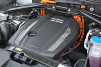 エンジンは最高出力211ps、最大トルク35.7kgmと、単体でも十分なアウトプットを発生。これをトランスミッション内に組み込まれた、54ps、21.4kgmのモーターでアシストする仕組みだ。