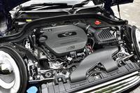 1.5リッター直3ディーゼルターボエンジンは116psと27.5kgmを発生する。JC08モード燃費は23.9km/リッター。粒子状物質除去フィルター(DPF)とNOx吸蔵還元触媒を搭載している。