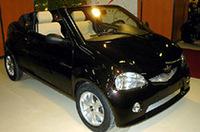 フランスのシャトネ社は免許不要ながら公道走行OKの小型車を製造販売。ロードスターの「スピーディノ」を展示。