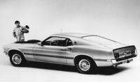 「フォード・マスタング」     1964年に発売され、豊富なオプションを用意したフルチョイスシステムで人気となった。ポニーカーと呼ばれるジャンルを確立し、日本のスペシャルティーカーにも影響を与えたと言われる。50周年を迎えた昨年、7代目となる新型が発表された。(写真は2代目)