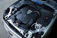 最高出力333psと最大トルク48.9kgmを発生する、3.5リッターV6ツインターボエンジン。アイドリングストップ機構も備わる。