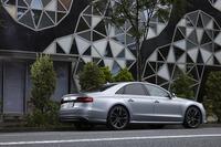 日本では、従来の「S8」に代わる高性能セダンとしてラインナップされた「S8プラス」。2016年4月に国内販売がスタートした。