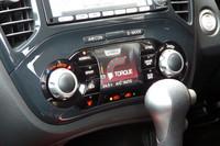 車両情報を表示する「インテリジェントコントロールディスプレイ」。1日平均/週平均の燃費値もチェックできる。