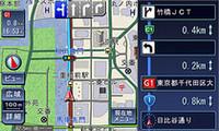 地図は色味が控えめになり、アンチエイリアス効果で複雑な曲線道路もより見やすくなった。ルート案内時には先の右左折まで見通せるガイド画面が右側に表示。