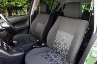 ブラックインテリアは、テスト車のスプラッシュグリーンメタリックとブライトレッドのボディカラーに設定される。そのほか、ラグーンターコイズメタリック2とコスミックブラックパールにはターコイズインテリア、カシミールブルーメタリック4とスペリアホワイトにはブルーインテリアが組み合わされる。
