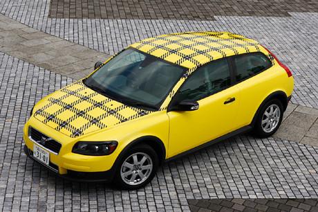 ボルボC30 グラフィックカー(FF/5AT)試乗会の帰り際、ボルボ・カーズ・ジャパン広報部の人と目を合わせる...