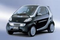 2001年の東京モーターショーに出展された初代「スマート」。