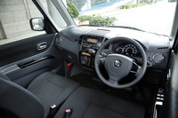 テスト車の「パレットSW TS」のハイグレードサウンドシステム装着車は、本革巻きステアリングホイールにオーディオスイッチが備わる。