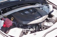 最高出力649psと最大トルク87.2kgmを発生する、スーパーチャージャー付きの6.2リッターV8エンジン。