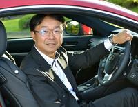 <プロフィール>     1983年入社。2003年までシャシー設計にて「スープラ」をはじめとするスポーツカーのサスペンション開発などを担当。ヨーロッパ駐在を経て、製品企画室で「マークX」や「レクサスHS250h」などの企画を手がけた。