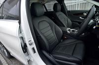 セットオプション「レザーエクスクルーシブパッケージ」を選択したテスト車の本革シート。標準では、ファブリックと合成皮革のコンビシートとなる。