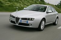 【スペック】3.2 V6 Q4:全長×全幅×全高=4660×1828×1417mm/ホイールベース=2700mm/車重=1740kg/駆動方式=4WD/3.2リッターV6DOHC24バルブ(260ps/6200rpm、32.8kgm/4500rpm)