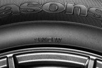 今回の改良で、日本での冬用タイヤの証しである「SNOWマーク」の刻印が追加された。