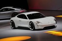スポーツEVのコンセプトモデル「ポルシェ・ミッションE」