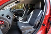 ボルボV60 DRIVe(FF/6AT)/T6 AWD R-DESIGN(4WD/6AT)【短評】