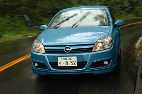 オペル・アストラ 1.8 Sport(4AT)/アストラ 2.0 Turbo Sport(6MT)……291万2500円/334万9500円可変ダ...