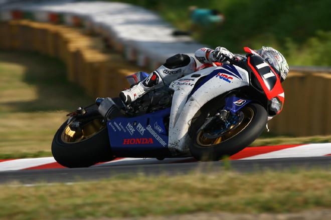 No.11 DREAM Honda Racing Team (清成龍一、ホンダCBR1000RR)の走り。序盤からトップをキープした。(写真=本田技研工業)