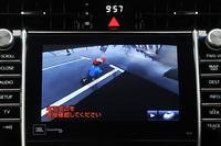 モニターには、車体を透過したように見えるよう画像処理された映像が表示される。運転席からは見えない位置にいる子供や自転車などの存在を、より分かりやすくドライバーに知らせることができるという。