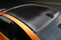 「ファイヤーオレンジ」の専用ボディカラーが、ノーマルM3クーペにも備わる黒いカーボンルーフを一層際立たせる。