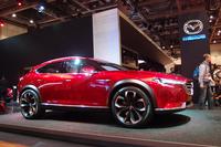 2015年9月のフランクフルトモーターショーで世界初公開されたコンセプトカー「越 KOERU」の姿も。