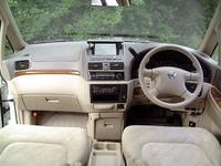 日産プレサージュCII(2WD/2500ガソリン/8人乗り)(4AT)【ブリーフテスト】の画像