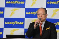 日本市場における戦略を語る、日本グッドイヤーの金原雄次郎社長。プレミアムカーのタイヤ市場において、純正装着とリプレイスの双方で「E-グリップ」シリーズの存在感を高めたいと述べた。