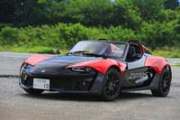 英国のゼノスが生産する軽量スポーツカーの「E10」。アルミ製バックボーンフレームにアルミハニカムとカーボンの複合素材でできたボディーをかぶせている。