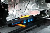 リチウムイオンバッテリーはフロア中央に搭載されている。