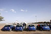 エルラシディア空港に到着。敷地内からミニ・クーパーSに乗り込み、コンボイを組んで走ります。