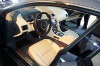 エレクトリックパークブレーキを初採用、スッキリしたという運転席まわり。