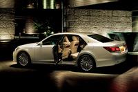 新型「トヨタ・クラウンマジェスタ」がデビューの画像