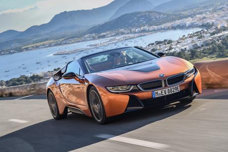 次世代のモビリティーを提案するプラグインハイブリッド車であり、BMWのスポーツカーのなかでも最も高額な...