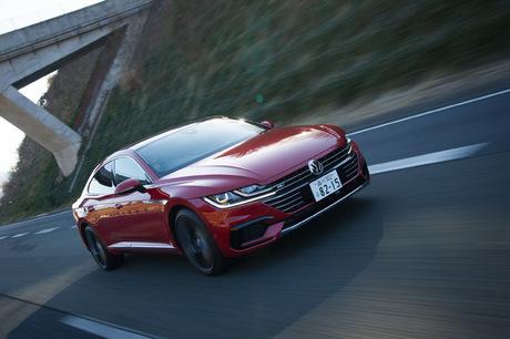 フォルクスワーゲンから新しい上級モデル「アルテオン」が登場。カッコよさに使いやすさ、そして快適な乗り...