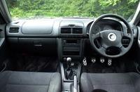 運転席にも専用装備がなされ、ステアリングホイール、シフトノブ、ハンドブレーキレバーにSTiのイメージカラー「チェリーレッド」のステッチが、ペダルはアルミ製が装着される。
