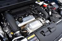 「プジョー308GTi 250 by PEUGEOT SPORT」の1.6リッター直4ターボエンジン。車名にある通り、最高出力250psを発生する。